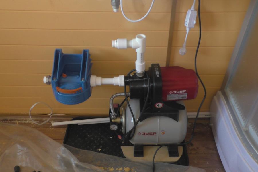 Монтаж водопровода,основной узел с насосной станцией и водонагревателем на 80 литров