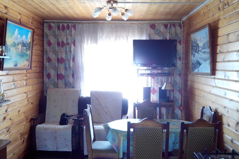 Обработка бруса - стены, вагонка - потолок специальной пропиткой на основе воска в 2 слоя.